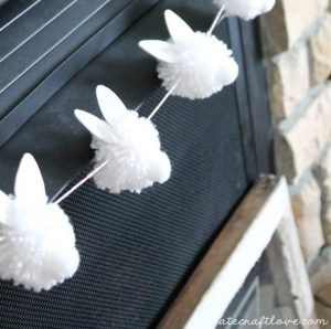 sursa foto - http://www.createcraftlove.com/bunny-pom-pom-garland/
